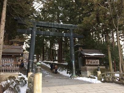 諏訪大社 秋宮 鳥居入口.jpg